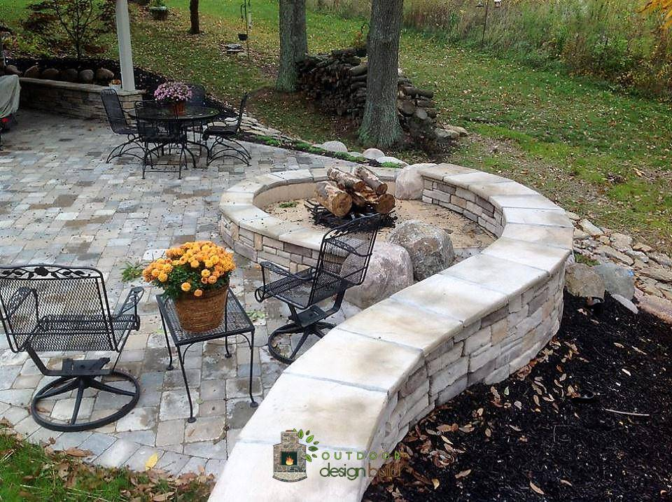 Fire Pit with Curved Seatwall
